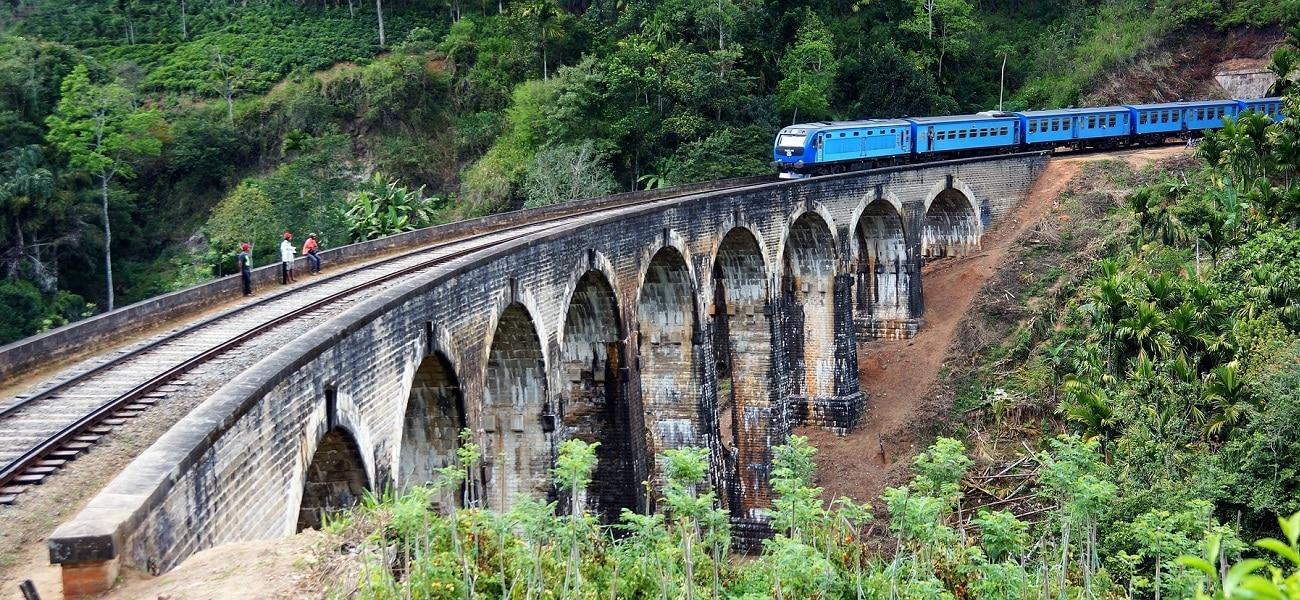 train-2315520_1920